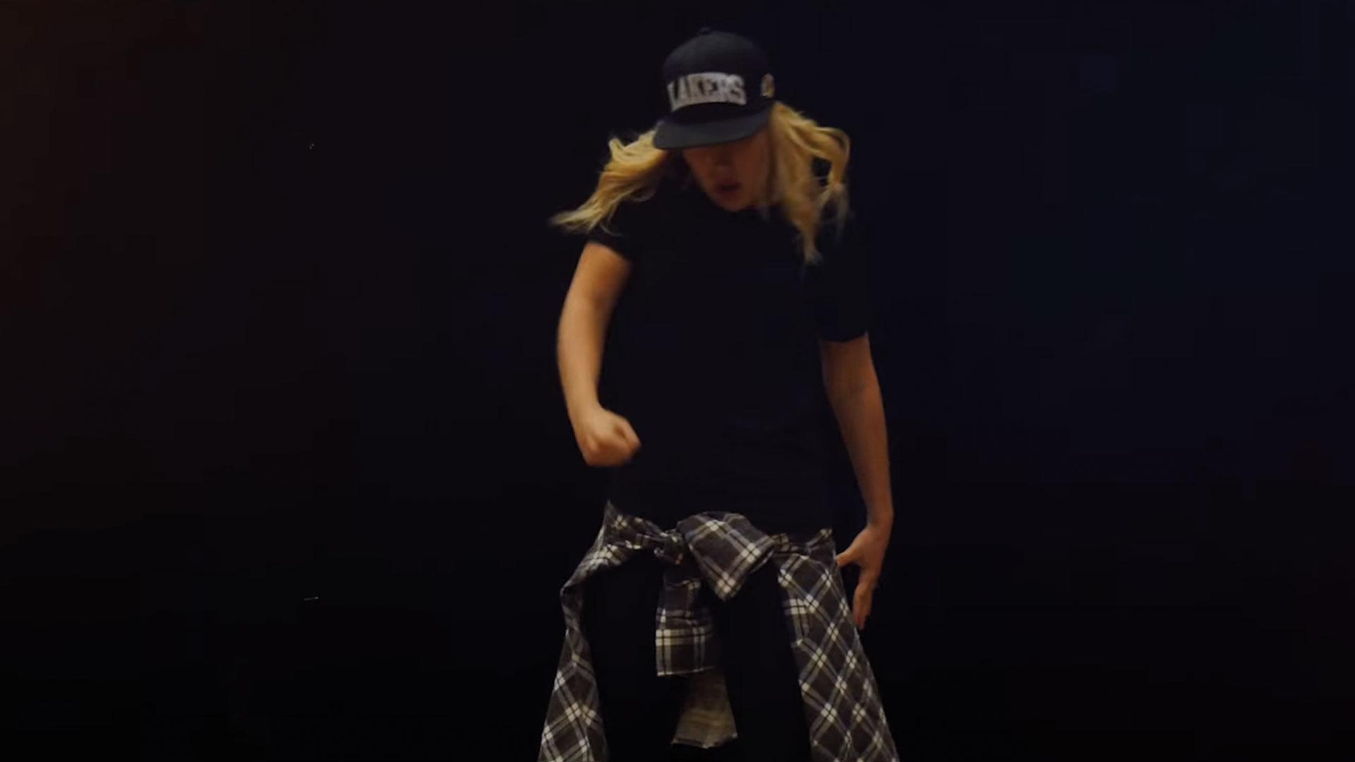 femme qui fait du hip hop