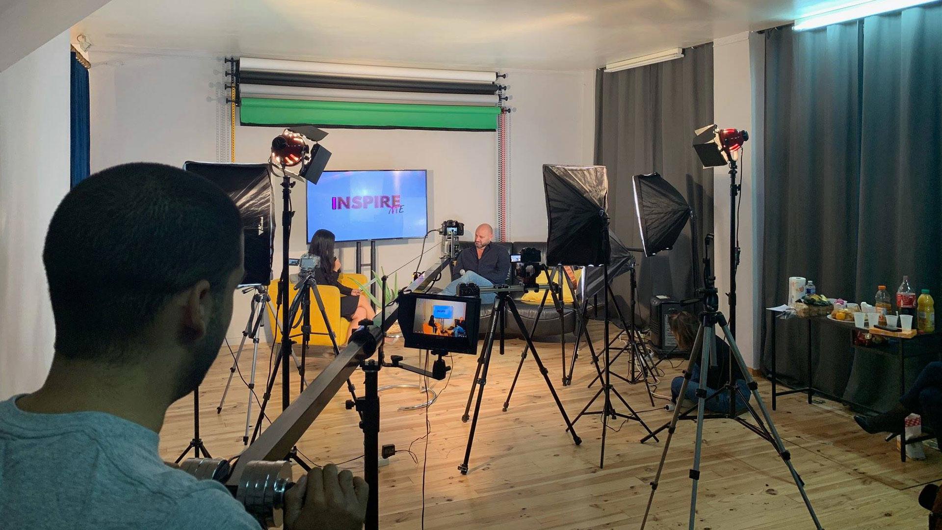 jonathan placide filmant une interview